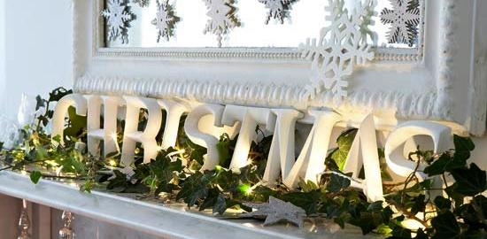 chimenea-decorada-navidad-con-velas